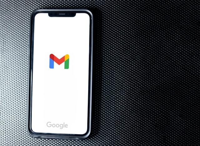 Gmail op een telefoon   DBOM